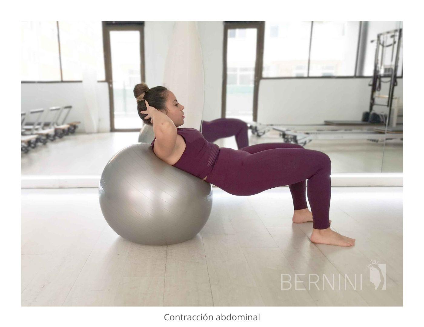 contracción abdominal fitball pilates mat bernini wellness