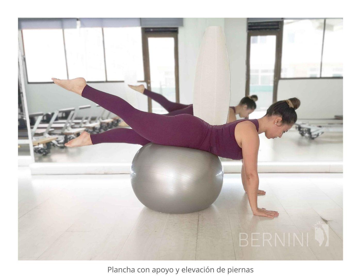 plancha con apoyo fitball pilates mat bernini wellness